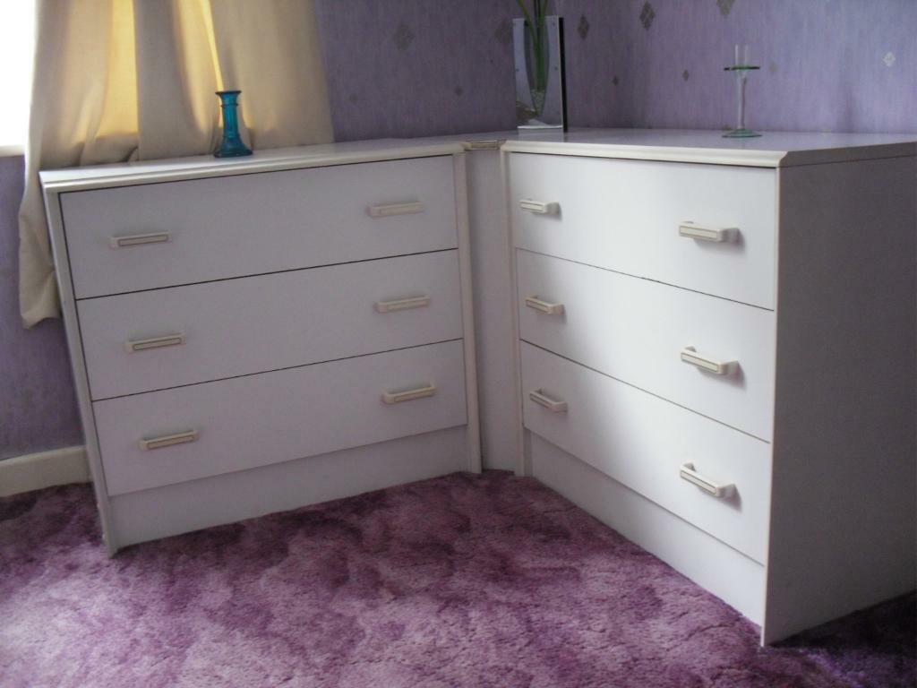 White bedroom furniture for sale united kingdom gumtree for Furniture gumtree