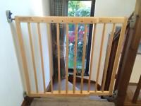 Tomy wooden extendable stair gate