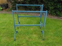 Adjustable staging stands for greenhouse or shed