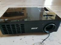 Acer x110p projector in good condition full working order