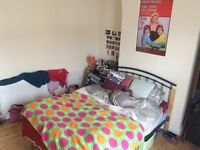 Sunny double room on Ferndale Road (L15)