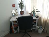 Brusali corner desk and desk chair + office bin