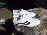 LONSDALE SPORTS SHOES SIZE 10 MENS OR WOMANS ONLY £5