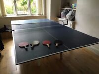 FULL SIZE TABLE TENNIS TABLE incl: 4 paddles, 4 balls and net