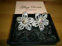 GLITZY SECRETS, VINTAGE DOUBLE FLOWER HAIR ACCESSORY, INLAID WITH CRYSTALS