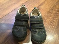 Boys shoes size 8 1/2 f