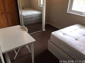 NEW MODERN ROOM close to LIMEHOUSE ! MOVE IN ASAP !