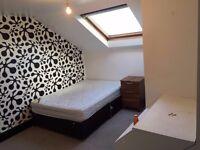 Double Room with en suite walk-in wardrobe 130 pwk - NO DEPOSIT