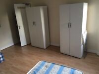 Twin room in Rayners Lane. Beautiful House, 7 mins to Piccadilly Line. 2 Weeks Deposit. All incl.