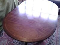 extendable dining room table seats up to 8 people. W.1m x L. 1.62 or 2.16m. H.0.76m