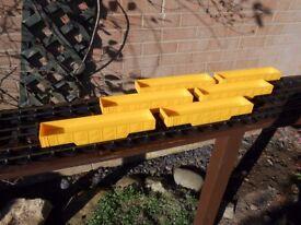 BIG BIG TRAIN 'O' GAUGE ROLLING STOCK (7 WAGONS)