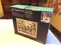 """Sandstrom 9.7"""" Digital Photo Frame"""