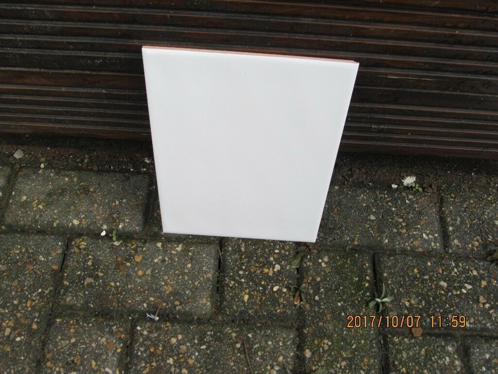 ROCCOCER WHITE CERAMIC TILES X In Pontypridd Rhondda - 8 x 10 white ceramic tile