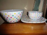 Picnic set comprising 1 large salad bowl, 3 large plates, 3 bowls. Excellent condition!