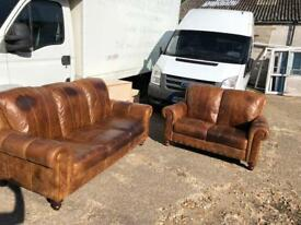 Brown leather 3+2 lovely suite with button details.