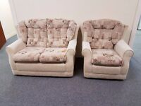 Excellent condition cottage suite comprising of 2 seater sofa and matching chair