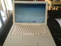 Macbook A1181 White with Charger