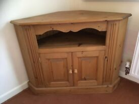 Corner cupboard in solid pine.