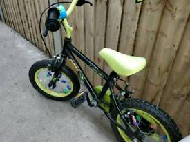 Children's bicycle in mint condition incl helmet for 3-6 years