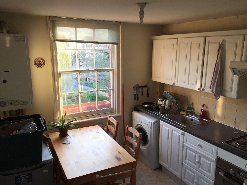 Room in a two-bedroom flat (private landlord, no agency fees)
