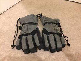 Dakine snow boarding gloves