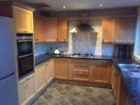 Solid Oak Kitchen Units & Granite Worktops