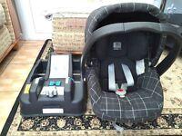 Mamas & Papas - baby car seat/carrier and base