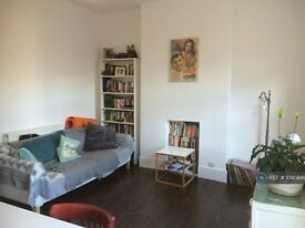 2 bedroom flat in Appach Road, Brixton, SW2 (2 bed) (#1090849)
