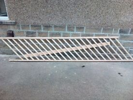 Brand new pre-assembled wooden bannister handrail and spindles set £50