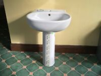 Oval Washbasin & Pedestal BRAND NEW