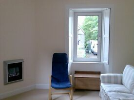 Beautiful Bright, Fully Furnished, Ground floor 2 bed flat, close to town centre. Suit Couple. Wifi.