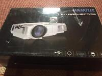 Wimius T3 LED projector - new / damaged box