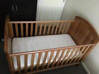 Baby/toddler cot/bed