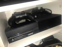 Xbox one with 2 controllers+Kinect