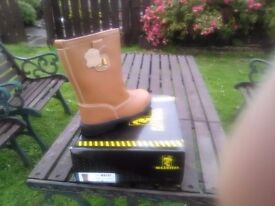 Maxsteel fur lined safety work rigger boots size 7(41) new in box £20 collect