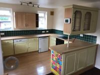 **LARGE 2 BED ROOM FLAT FOR RENT** iver high street Prime location