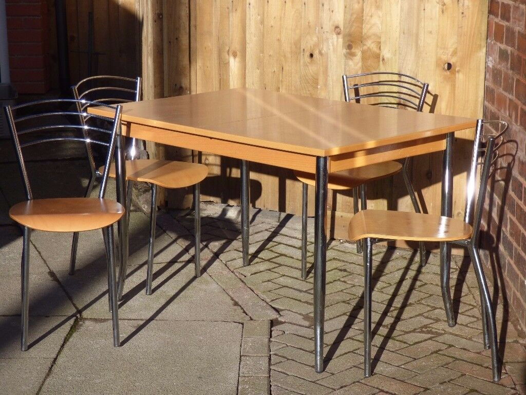 Light wood Extending Table with 4 chairs
