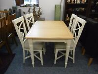 Beautiful quality and condition oak extending dining table and 4 chairs.