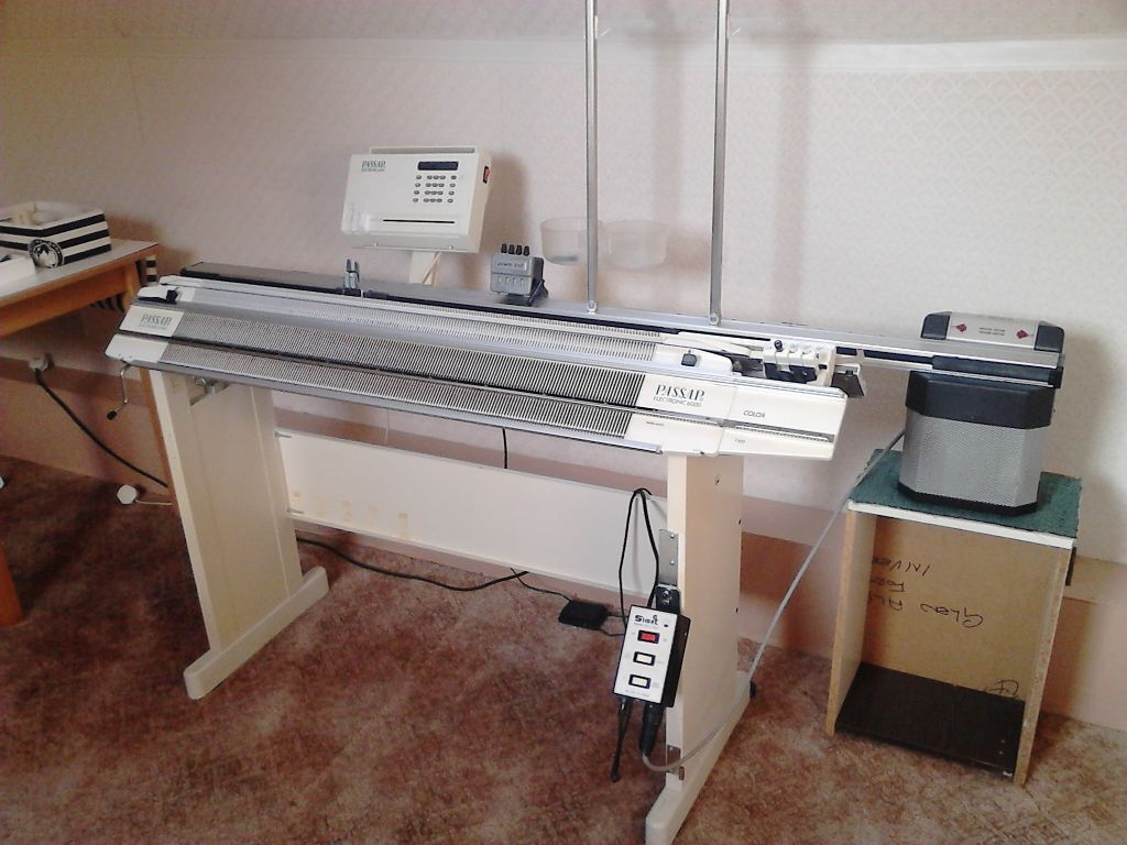 Knitting Machine For Sale : For sale passap e knitting machine a motor
