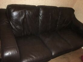 2 & 3 seater leather suite like new