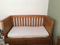 Mamas and Papas Ocean cot-bed