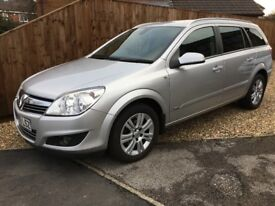 Vauxhall Astra 1.8i 16v Design Automatic Estate in silver