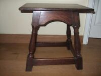 STURDY ANTIQUE SOLID OAK SIDE TABLE