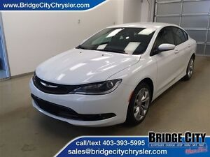 2016 Chrysler 200 S - 12K w/ bluetooth! ACCIDENT FREE!