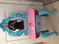 childrens Frozen dressing table - excellent condition