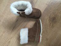 Girls Clarks brown suede side zip, fur cuff boots size 5 1/2G