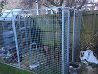 Dog enclosure fencing