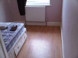 3 Bedroom Flat - Eastcote Lane, Near local schools and transport - South Harrow, Harrow Northolt
