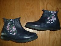 Start Rite Chelsea, Navy Blue Leather Girls Zip-up Boots size 12 great condition