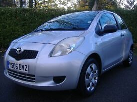 TOYOTA YARIS 1 LITRE 3 DOOR VERY LOW MILEAGE FULL SERVICE HISTORY IN SILVER.